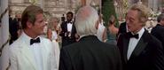 Zorin s'adressant à Bond