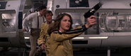 Holly, Bond et Requin durant la bataille
