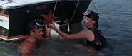 James Bond et Domino faisant connaissance