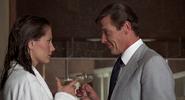 Andrea, Bond et le champagne