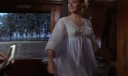 Tatiana essayant une robe
