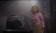 Tatiana retrouvant James dans le consulat
