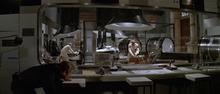 James Bond infiltrant le laboratoire