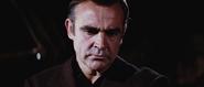 James Bond vérifiant l'identité du double