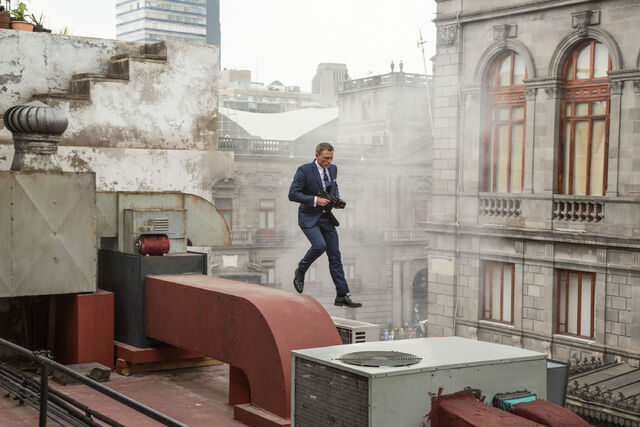 File:Spectre BTS - Daniel Craig in Mexico.jpg