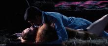 James Bond et Tracy faisant l'amour