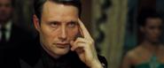 Le Chiffre faisant croire qu'il bluffe