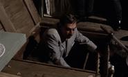 Kerim sortant de la trappe de l'épicier