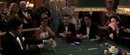 James Bond jouant aux cartes contre Xenia