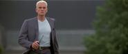 Stamper voyant Bond s'échapper