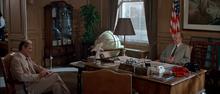 James Bond interrogeant Howe