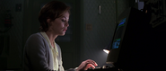 Natalya utilisant l'ordinateur
