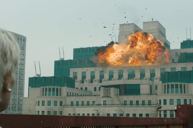 File:MI6 under attack (Skyfall).png