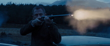 James Bond éliminant un mercenaire