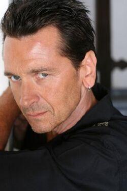 Mark-Lindsay-Chapman