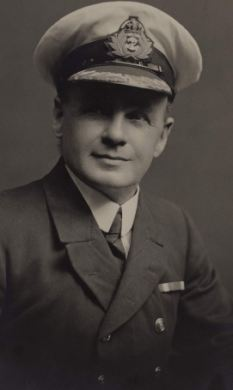 [Image: Titanic-Second-Officer-Charles-Lightoller.jpg]