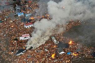 Japan-tsunami-earthquake-photo-stills-010