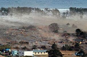 Japan-tsunami-earthquake-photo-stills-004