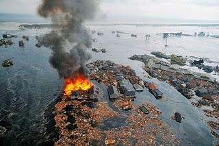 Japan-tsunami-earthquake-photo-stills-013