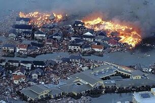 Japan-tsunami-earthquake-photo-stills-011