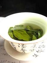 File-Tea leaves steeping in a zhong čaj 05