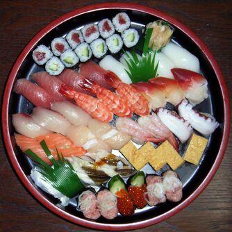 Squared circle sushi-7648