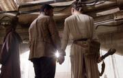 Rey und Finn Hand