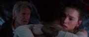 Rey umarmt Finn