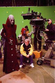 Bruce Spence (Tion Medon) und George Lucas beim Dreh