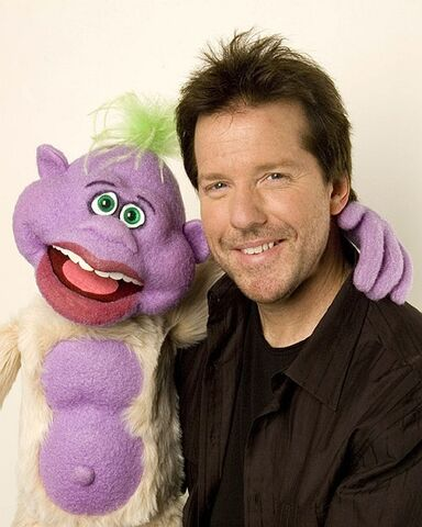 File:Jeff-and-Peanut--jeff-dunham-480124 440 550.jpg