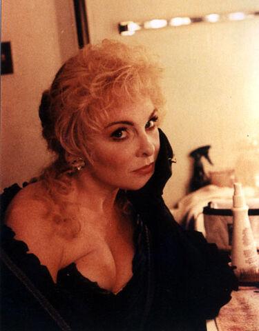 File:Alley - J&H - Lisa Carew - Rebecca Spencer in dressingroom.jpg