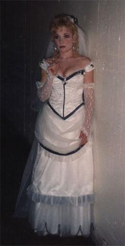 File:Rebecca Spencer as Lisa Carew in wedding dress.jpg