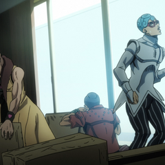Squadra Esecuzioni receives a mysterious package; Ghiaccio wonders whom the sender is