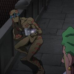 Secco shows Cioccolata his recording.