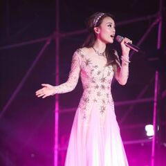 Huizhou (Act 2);<br />Dress by <b>Unknown</b>