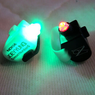 Lightrings with red or green light.