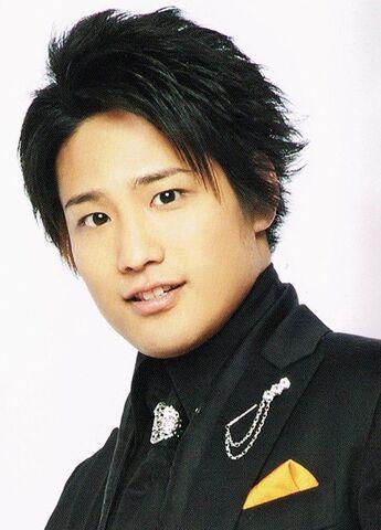 File:Kiriyama-akito-2014-debut.jpg