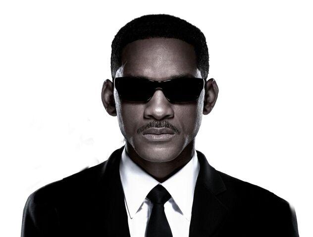 File:Will-smith-men-in-black-3-lunettes-salt-6.jpg