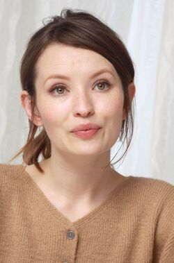 Emily-browning-2014-munawar-hosain-portrait-session 3