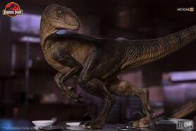 Velociraptors-in-the-Kitchen-Diorama-Iron-Studios-3
