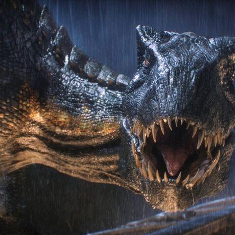 Frontansicht des Indoraptors in einer Kampfsituation