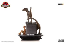 Velociraptors-in-the-Kitchen-Diorama-Iron-Studios-6