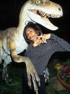 Raptor vanessa-lee-chester-with-replica-of-dinosaur-for-promotion-of-jurassic-park-2-the-lost-world u-l-p43oew0