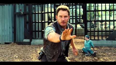 """Jurassic World Extrait 3 """"Owen sauve un employé des Raptors """" VF Au cinéma le 10 Juin"""