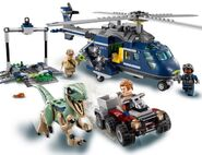 LEGO-Jurassic-World-75928-Blue's-Helicopter-Pursuit-3