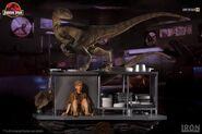 Velociraptors-in-the-Kitchen-Diorama-Iron-Studios-4