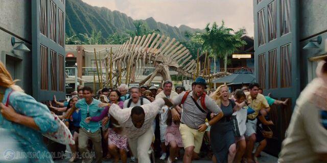 File:Jurassicworld-global-trailer-21.jpg