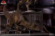 Velociraptors-in-the-Kitchen-Diorama-Iron-Studios-2