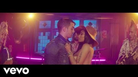 DNCE - Kissing Strangers ft