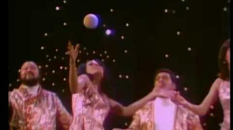 Video - The 5th Dimension Age of Aquarius 1969 | Just Dance